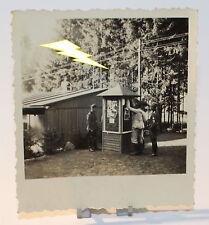 Foto - Soldat - Uniform - Soldaten - Aushang - Baracke - Lager - 2. Weltkrieg