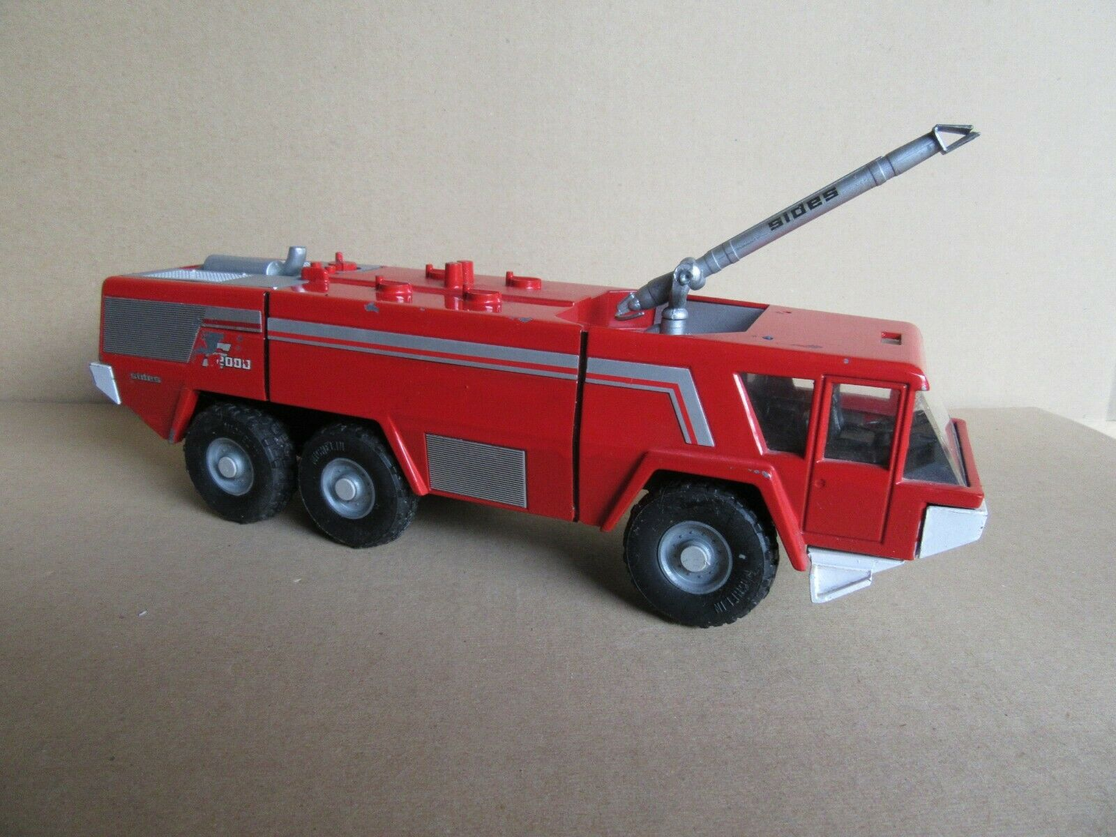 628K Raro Sides S2000 Truck of Firecombatientes Airport 1 43