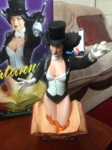 WOMEN OF THE DC UNIVERSE UNIVERSE UNIVERSE SERIES 3 - ZATANA MINI BUST bcc2d6