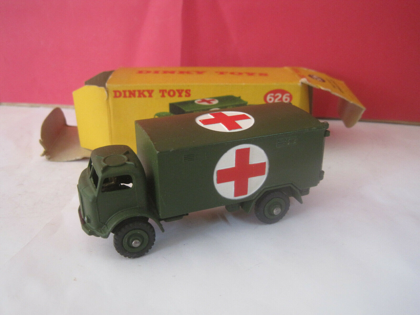 DINKY TOYS GB SUPERBE CAMION MILITAIRE MILITARY AMBULANCE NEUF BOITE  626