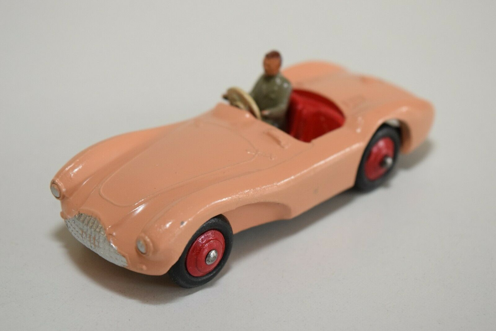 LL 1 43 DINKY TOYS 104 ASTON MARTIN DB3S DB 3 SPORTS CAR SALMON N MINT CONDITION