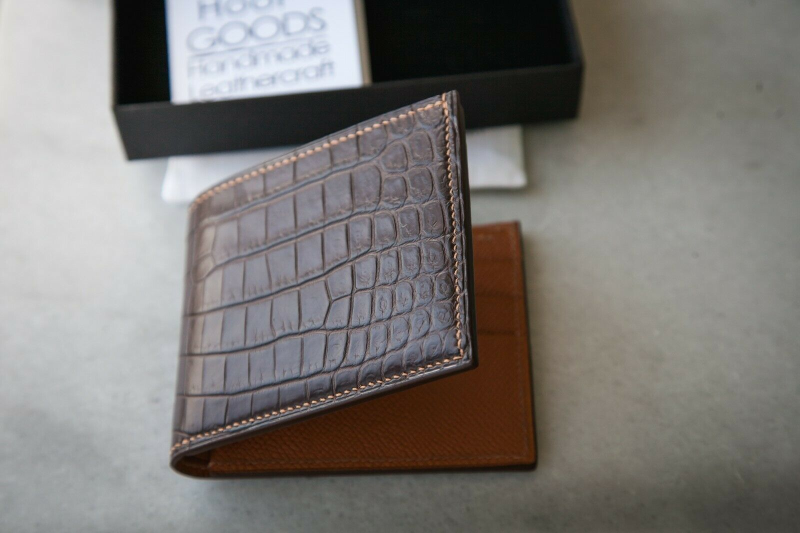 Luxury classic alligator leather bifold wallet Handstitched of genuine leather
