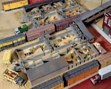 WALTHERS CORNERSTONE HO SCALE 1//87 STOCK YARDS WITH 2 PENSBN933-3047