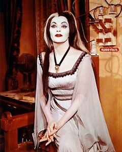 YVONNE-DE-CARLO-IN-LILY-MUNSTER-from-the-MUN-8X10-FOTO-FANTASTICA-IMMAGINE