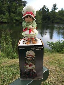 Vintage-Bisque-Porcelain-Pomander-Potpourri-Holder-Christmas-Holly-Girl-Ornament