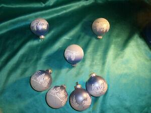 7-alte-Christbaumkugeln-Glas-blau-weiss-Tannen-Haeuser-Vintage-Weihnachtskugeln