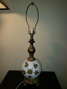 VTG-Underwriters-Laboratories-Table-Lamp-Milk-Glass-Brass-Flower-Detail-amp-Base