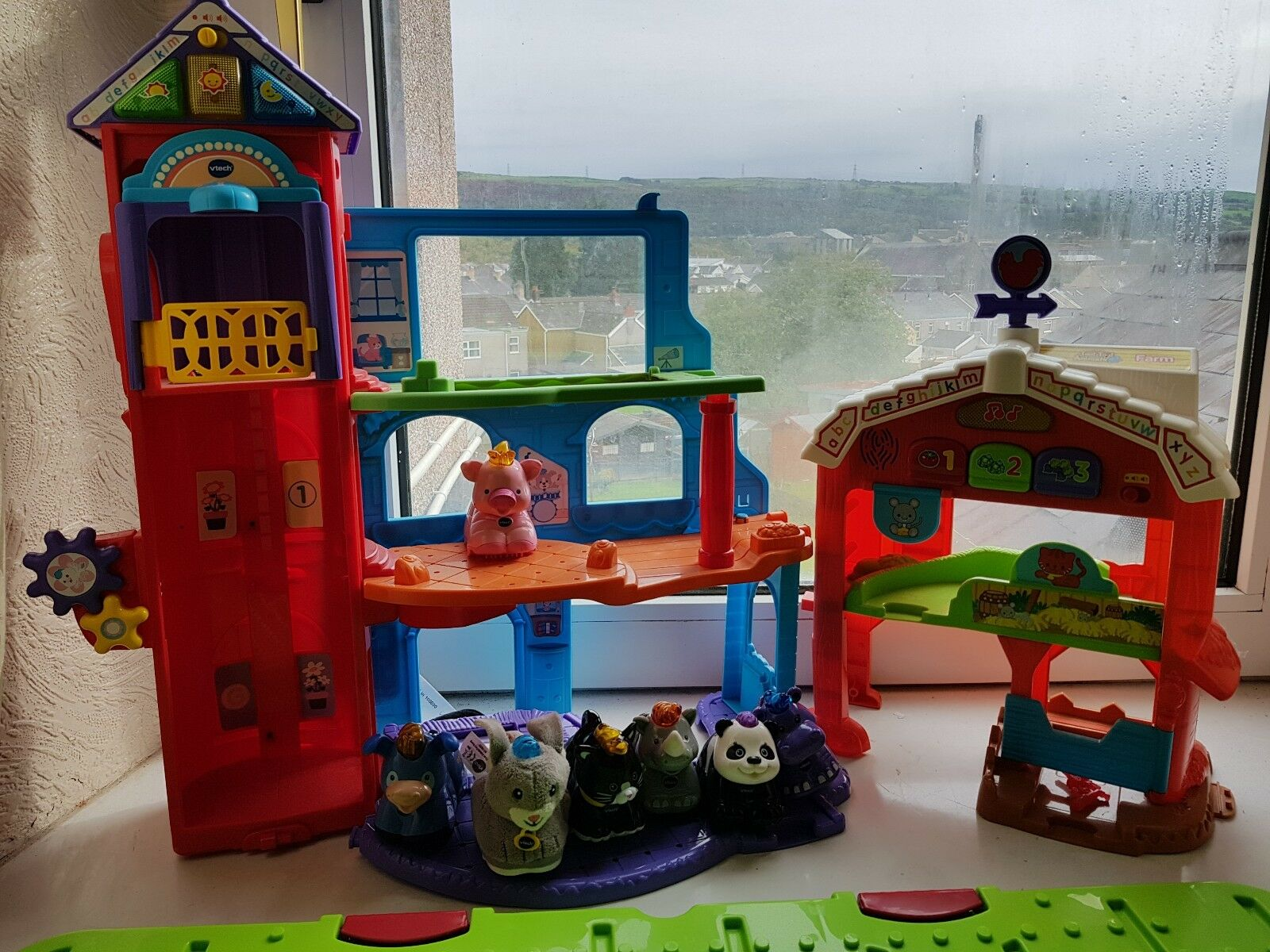 LARGE COLLECTION OF TOOT TOOT ANIMALS ANS PLAYSETS
