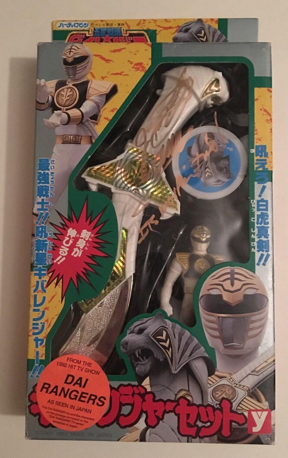 JSA SIGNED MMPR Power Rangers DAIRANGER White Ranger Saba+Figure+Coin-JAPAN 1993