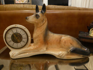 Vintage-JEMA-HOLLAND-Alsatian-German-Shepherd-DOG-CLOCK-Ceramic-Mantle-Sculpture