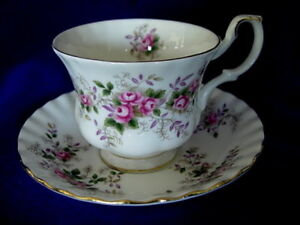 DOULTON-ROYAL-ALBERT-Lavender-Rose-Montrose-Bone-China-Tea-Cup-amp-Saucer-England