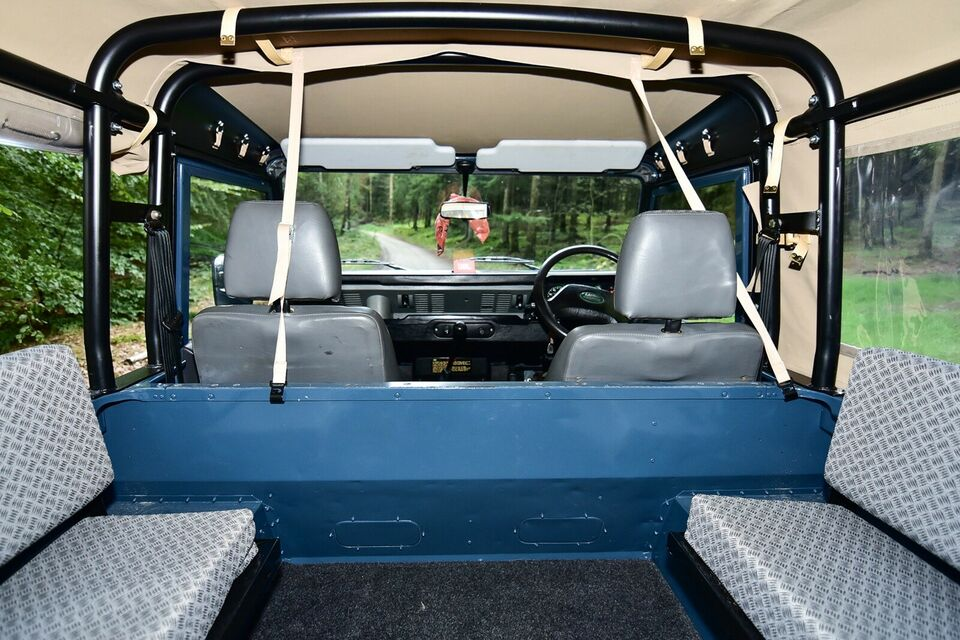 "Defender 90"" Softtop, 7 pers"