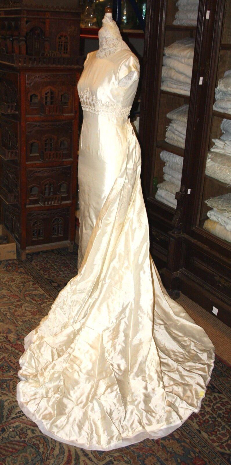 DRESS VOVIA PRONOVIAS. SILK COLOR CHAMPAGNE. SPAIN. TWENTIETH CENTURY.