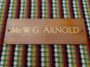 VINTAGE-TEAK-OR-SIMILAR-WOODEN-PLAQUE-OFFICE-DOOR-OR-DESK-SIGN-NAME-ARNOLD