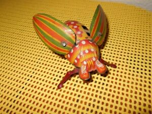 VINTAGE-LADY-BUG-BEETLE-TOY-WINDUP-WITH-FLAPPING-WINGS-BY-YONEZOWA-JAPAN