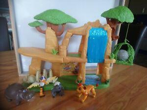 le rocher caverne du roi lion Simba avec 4 figurines Disney