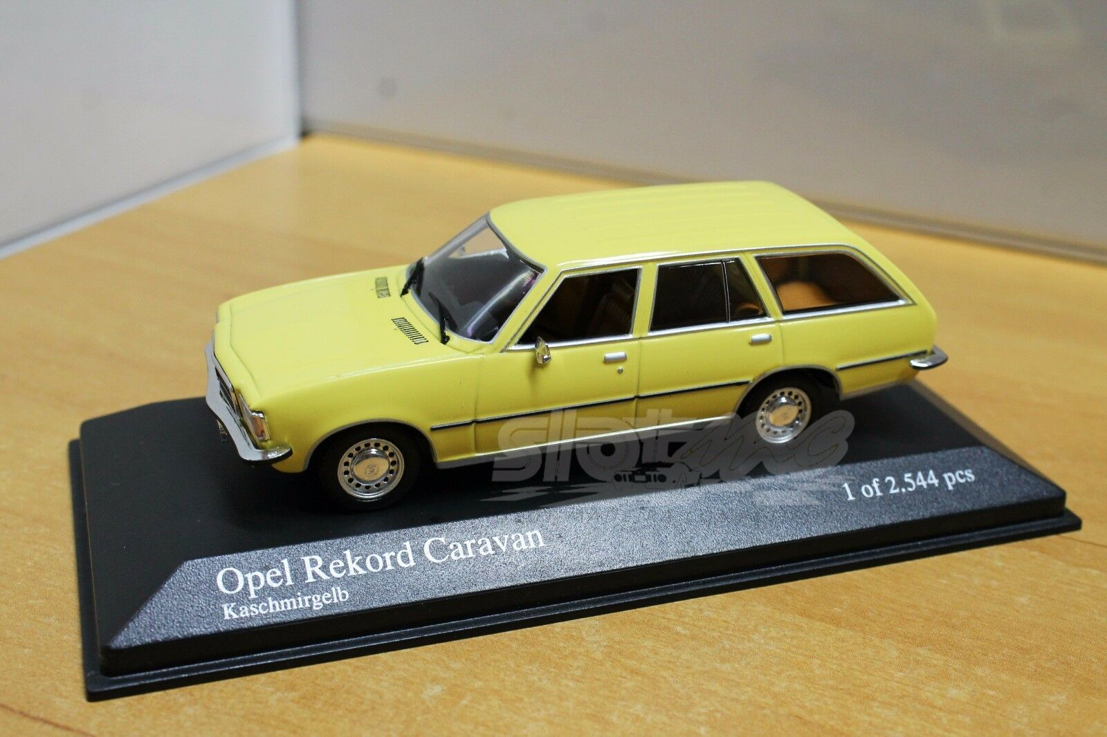MINICHAMPS 400044010 Opel Rekord Caravan 1975 Yellow 1 43  NEW