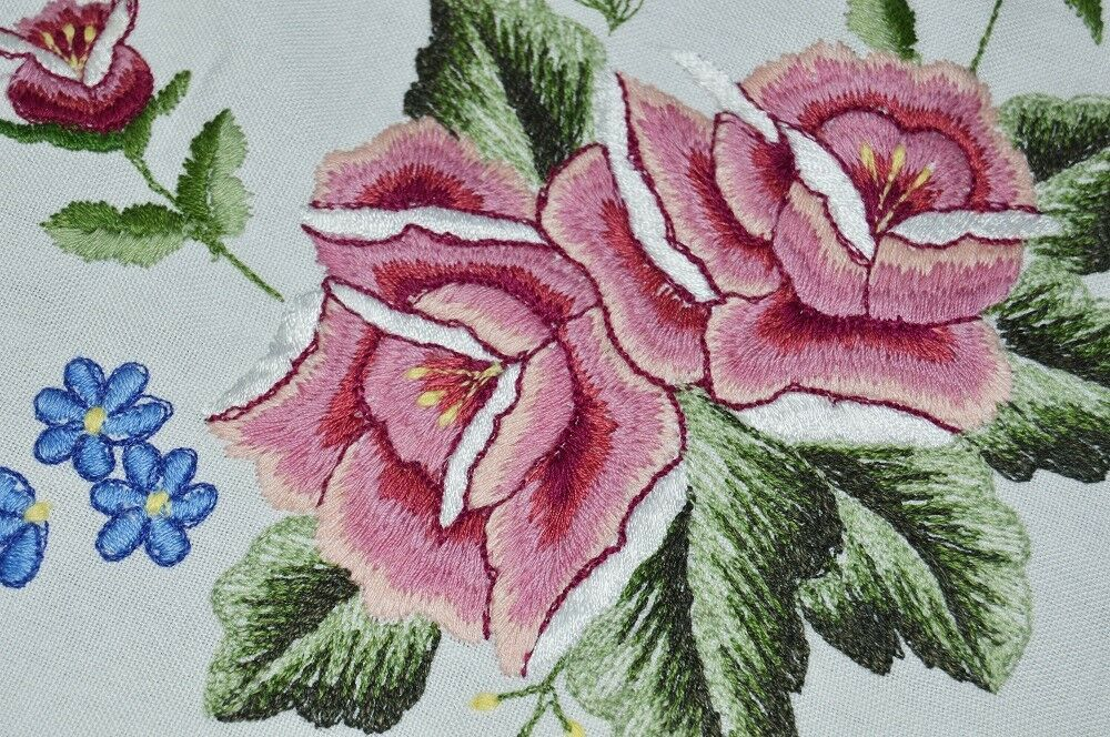 PRETTY rose ROSES  VTG GERMAN SPRING TABLECLOTH + rose HAND EMBROIDErouge RUNNER
