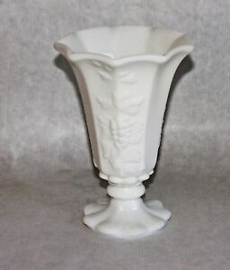 Westmoreland-Vase-Vintage-Paneled-Grape-Milk-Glass-Belled-Vase