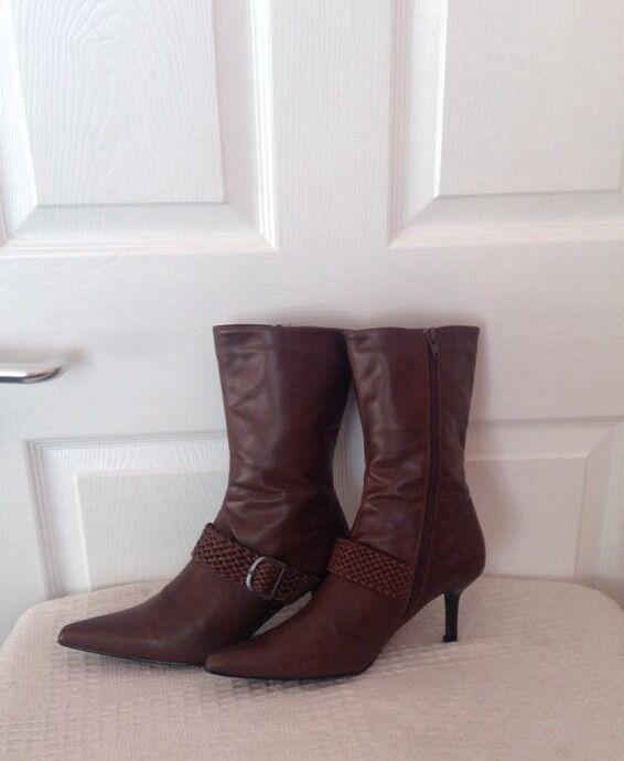 GOSZIP, Lovely Boots. size 6. Dark tan colour. VGC.