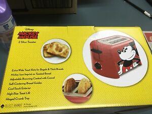 Disney DCM-21 Mickey Mouse 2 Slice Toaster