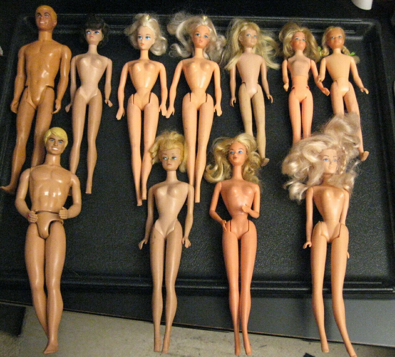 Wow  HUGE Masse of 11 1960s Barbie Ken Skipper Dolls  +MASSIVE Amount of CMassehes+