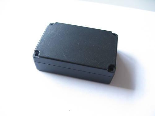 Un dispositivo de plástico 72 x 50 x 22 mm carcasa negro