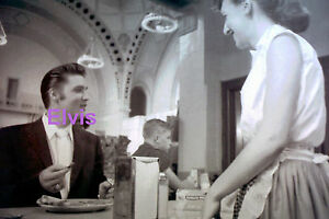 ELVIS-PRESLEY-WITH-WAITRESS-AT-THE-DINER-PENN-STATION-NYC-7-3-56-PHOTO-CANDID