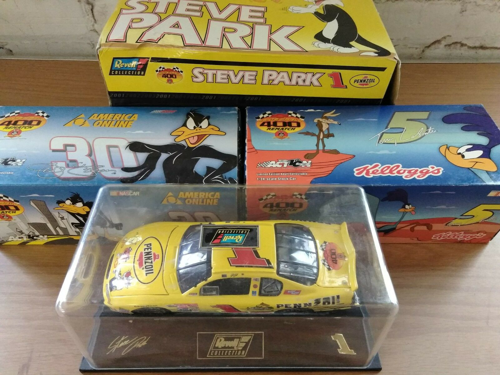 Masse of 3 Looney Tunes 1 24 Scale Wirkung NASCAR Stock voiture Daffy Tweety Roadrunner