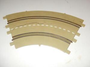 MONOGRAM- ORIGINAL 1/32ND SCALE CURVE TRACK SECTION - GOOD  L233