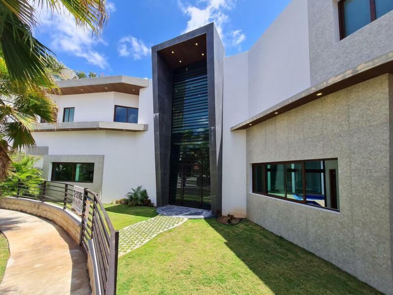 Casa para estrenar de 5 habitaciones  en Residencial Villa Magna en Cancun