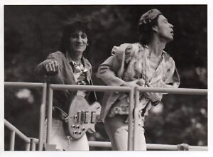MICK-JAGGER-RONNIE-WOODS-THE-ROLLING-STONES-PHOTO-1982-UNIQUE-IMAGE-UNRELEASED
