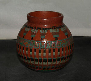 Medium-Pot-with-Etched-Detail-by-Elaine-Begay-Navajo