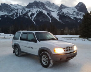2000 Ford Explorer XLT 4X4, Ready for Camping!