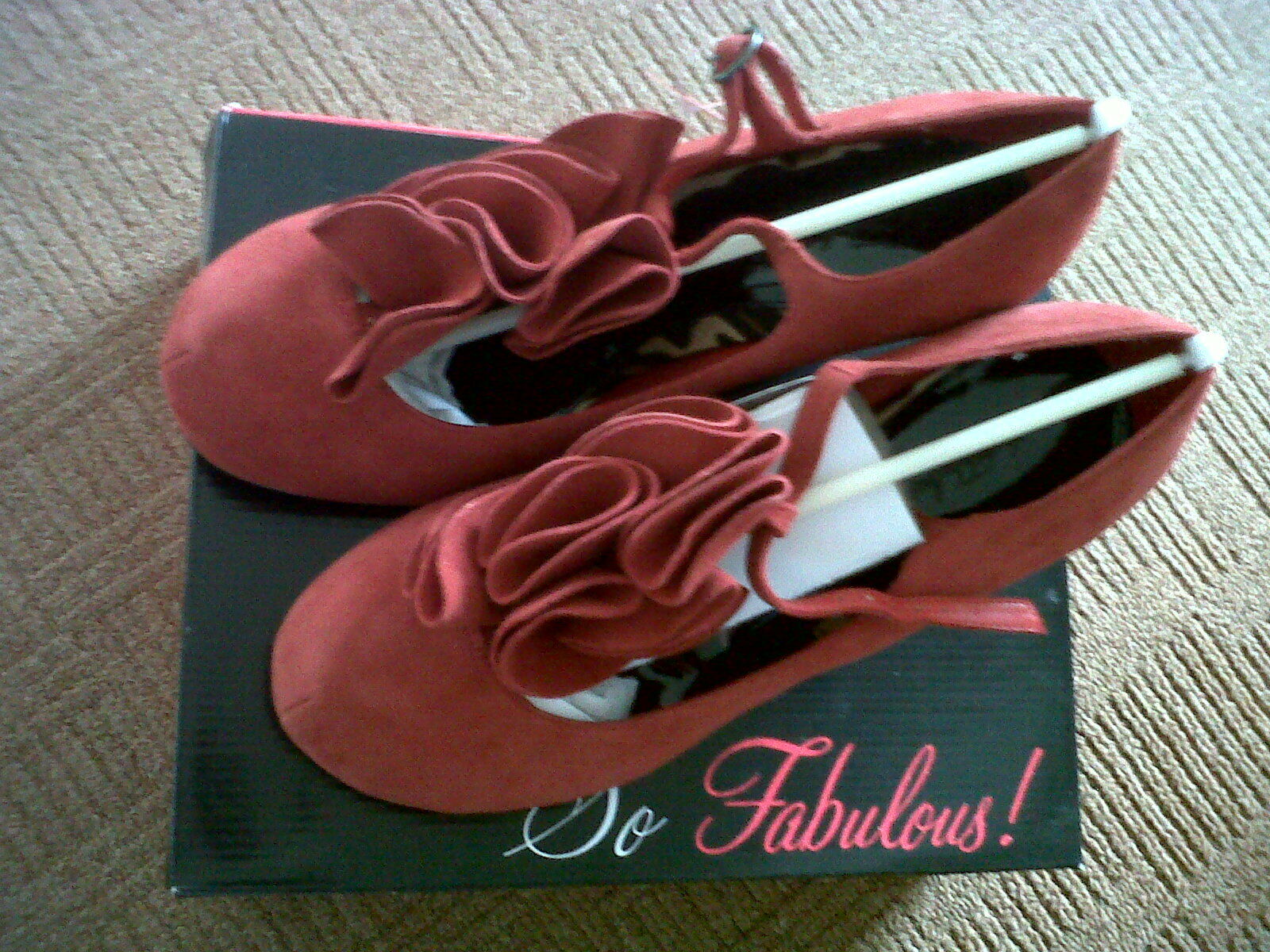 SO SO SO FABULOUS rot GENUINE SUEDE HEELED T-BAR PUMPS 50c863