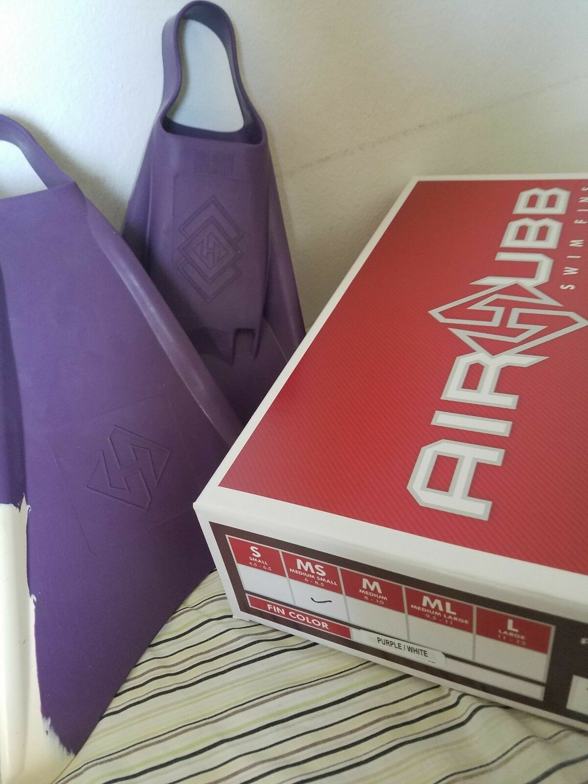 Air  hubb swim fins never used  official authorization