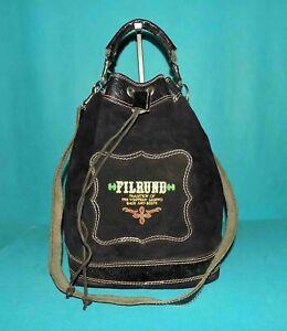 sac vintage FILRUND en daim noir porté épaule format A4