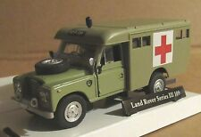 OXFORD CARARAMA LAND ROVER SERIES III 109 MILITARY MEDICAL CORP AMBULANCE 1:43