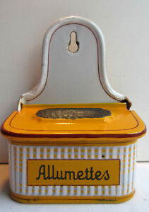 Boite-a-allumettes-a-pyrogene-Art-Deco-tole-emaillee-com-cafetiere-signee-BB