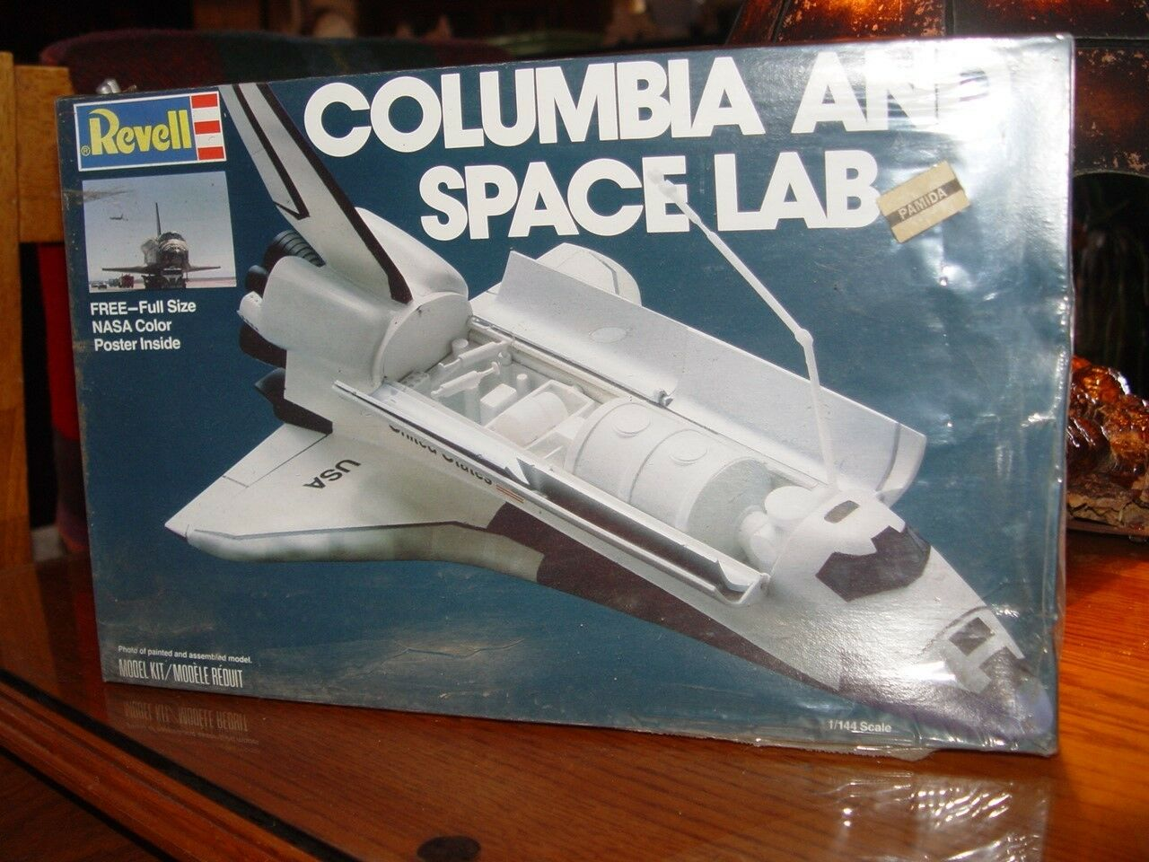 1 144 Scale Columbia & Space lab Revell Model Kit No. 4717 Free poster too  1981