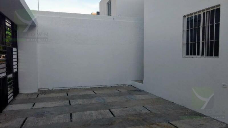 Casa de 3 recámaras con una en planta baja - Fraccionamiento Real Montejo