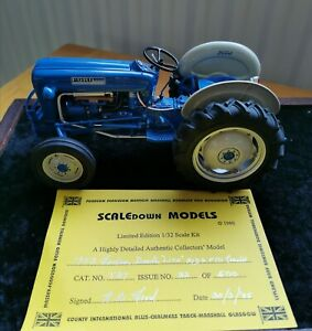 Danbury-Mint-1958-Fordson-Dexta-TRACTOR-1-32-pre-owned