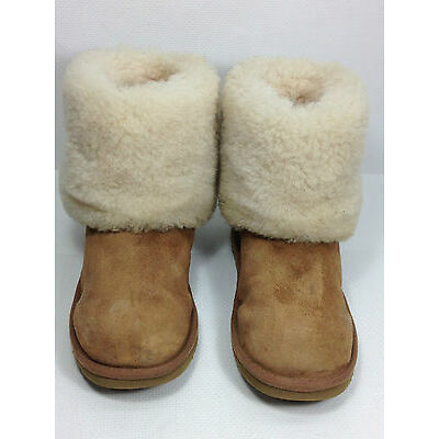UGG Australia Ellee 1001672 Chestnut Suede 100% Authentic Size 4 US.