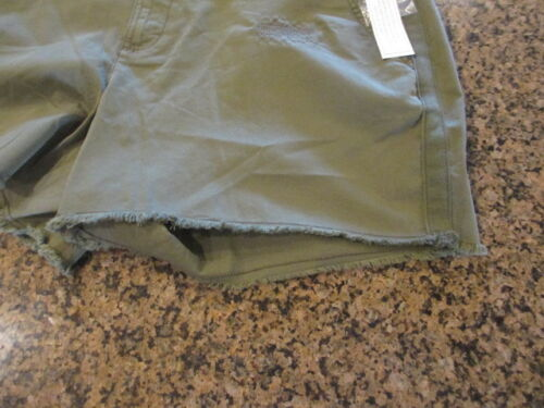 Time And Tru TT Short Women/'s 12 Sea Turtle Green Shorts frayed look NWT New
