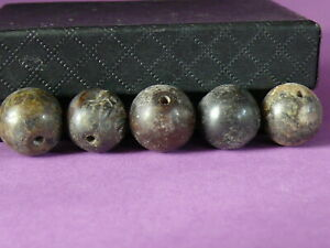 iL248c-Tibet-lot-of-5-old-natural-jade-hand-carved-beads