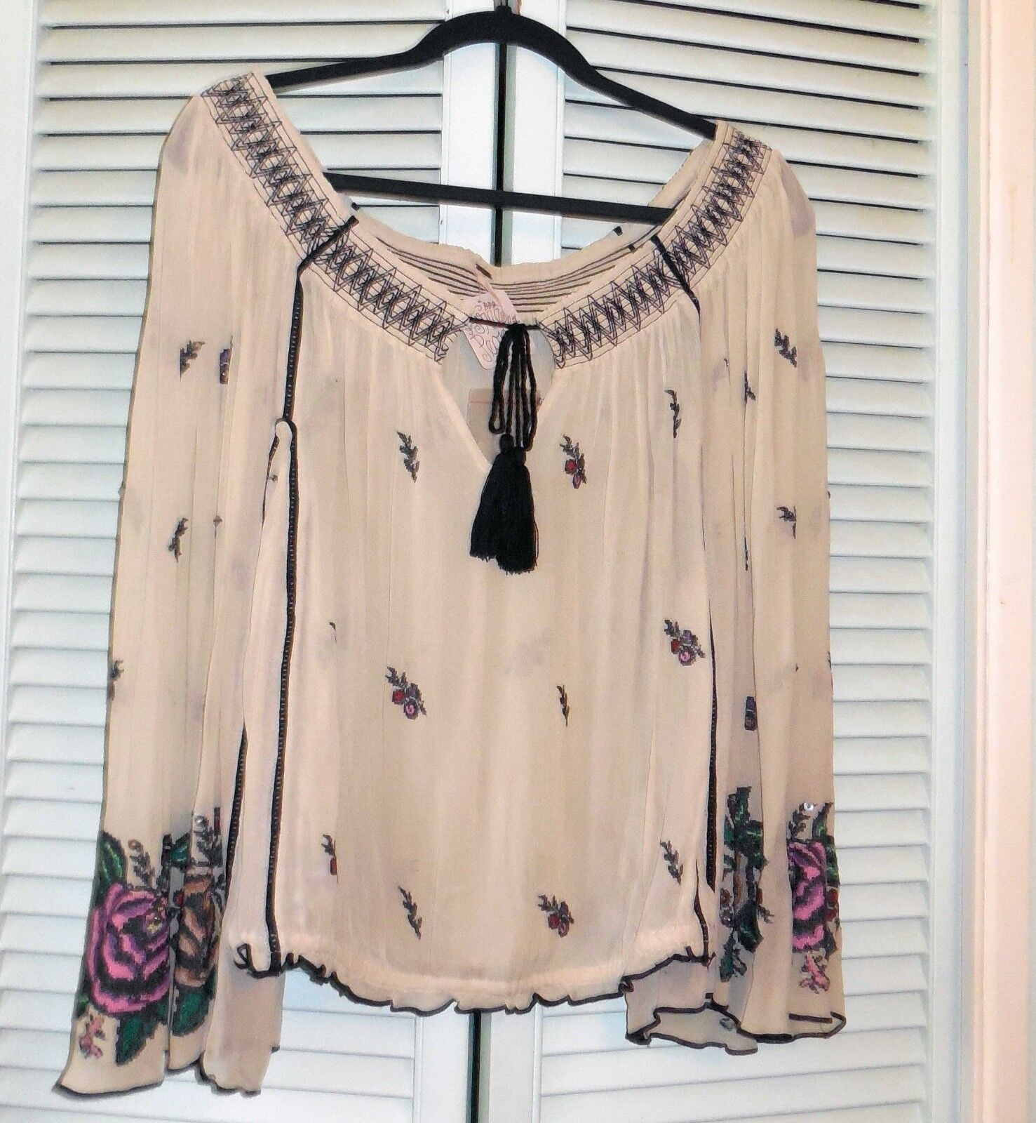 Free People NWT Folk Forest Top Größe L Embroiderot Off the Shoulder Bell Sleeves