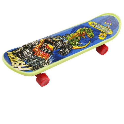 2PCS Mini Finger Board Skateboard Novelty Kids Boys Girls Toy Gift for Party /_fq