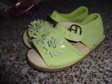 NEW BEAR FEET GIRLS SZ 8 GREEN FLOWER SANDALS SHOES W RHINESTONES