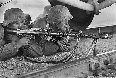 WWII B&W Photo German Troops MG34 Railroad WW2 World War Two Wehrmacht / 2036