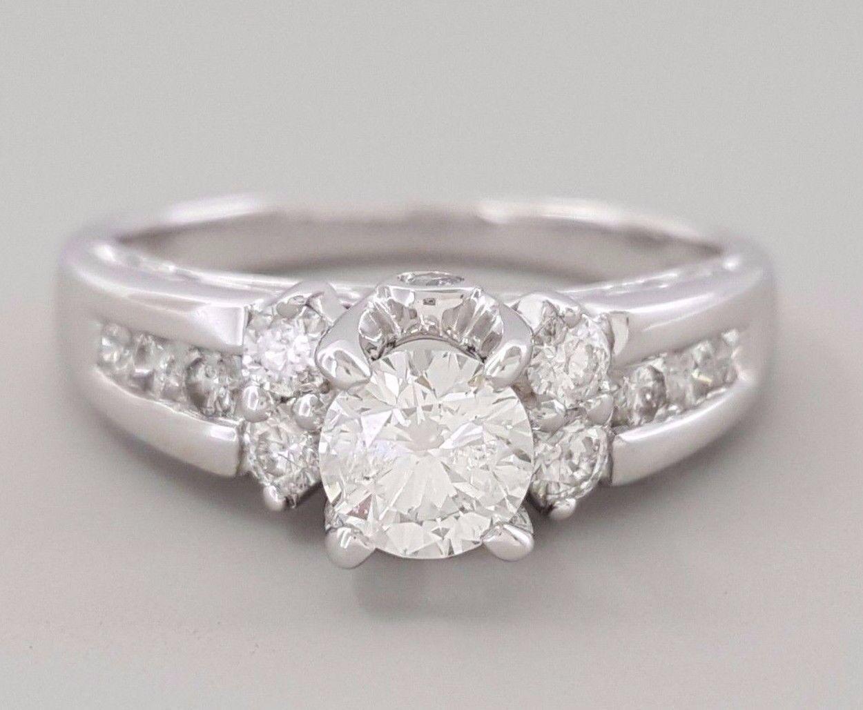 0.77 ct 14k White gold Round Brilliant Cut Diamond Engagement Ring